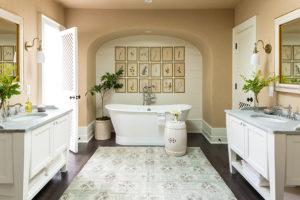 Beautiful combination of white and cream interior bathroom design.
